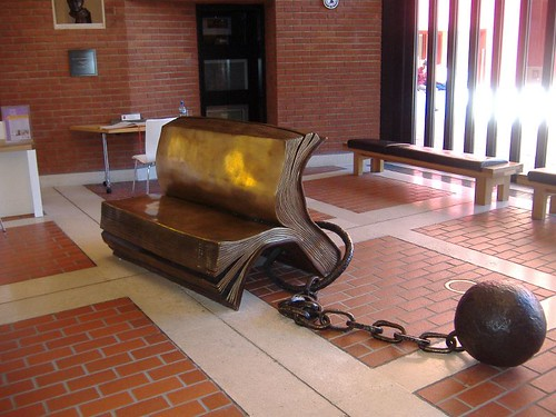 London - Book bench in British Library (Tuesday, May 22) | by macunruh