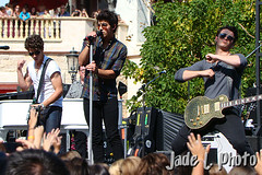 Jonas Brothers - Free Show at The Grove on 5.15.10 | by Jade L. Photo