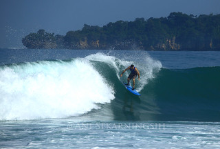 Surfing at Sawarna, Malimping, West Java | by asekarningsih2002