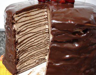 Darkest chocolate crepe cake / Bolo de crepes de chocolate ...