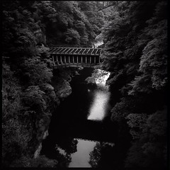water bridge over the katsura-gawa (HASSELBLAD 500C/M) | by potopoto53age