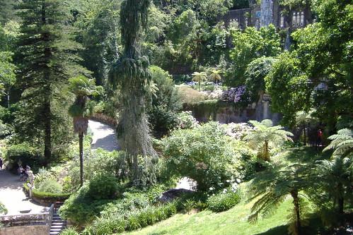 Quinta da regaleira sintra o bosque ou mata que ocupa a for Jardines quinta da regaleira