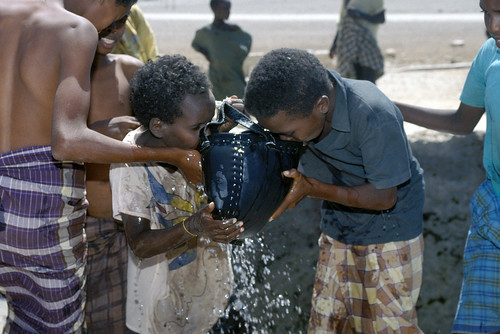Public Domain: Children in Somalia 1993 by DOD (DOD DF-ST-96-01195) | by pingnews.com