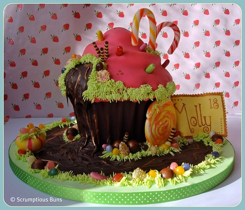Willy Wonka Giant Cupcake | by Scrumptious Buns (Samantha)