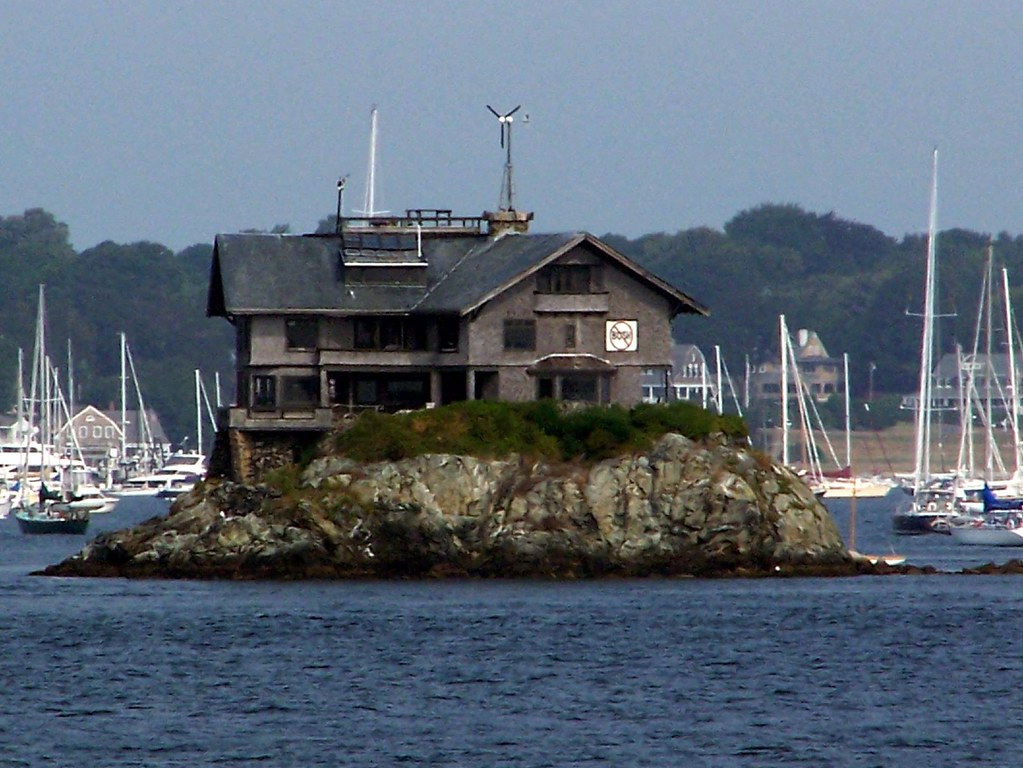clingstone house on the rocks rhode island by bobindrums - Clingstone Narragansett Bay