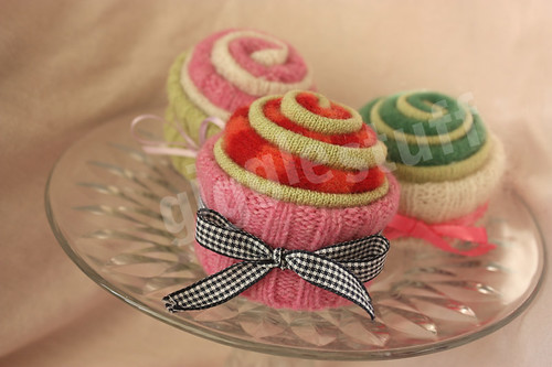 Sweater Cupcakes | by wuzzi fuzzi