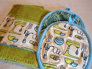 Retro Mixer Hot Pad and Kitchen Towel Set | by Geneva Designs