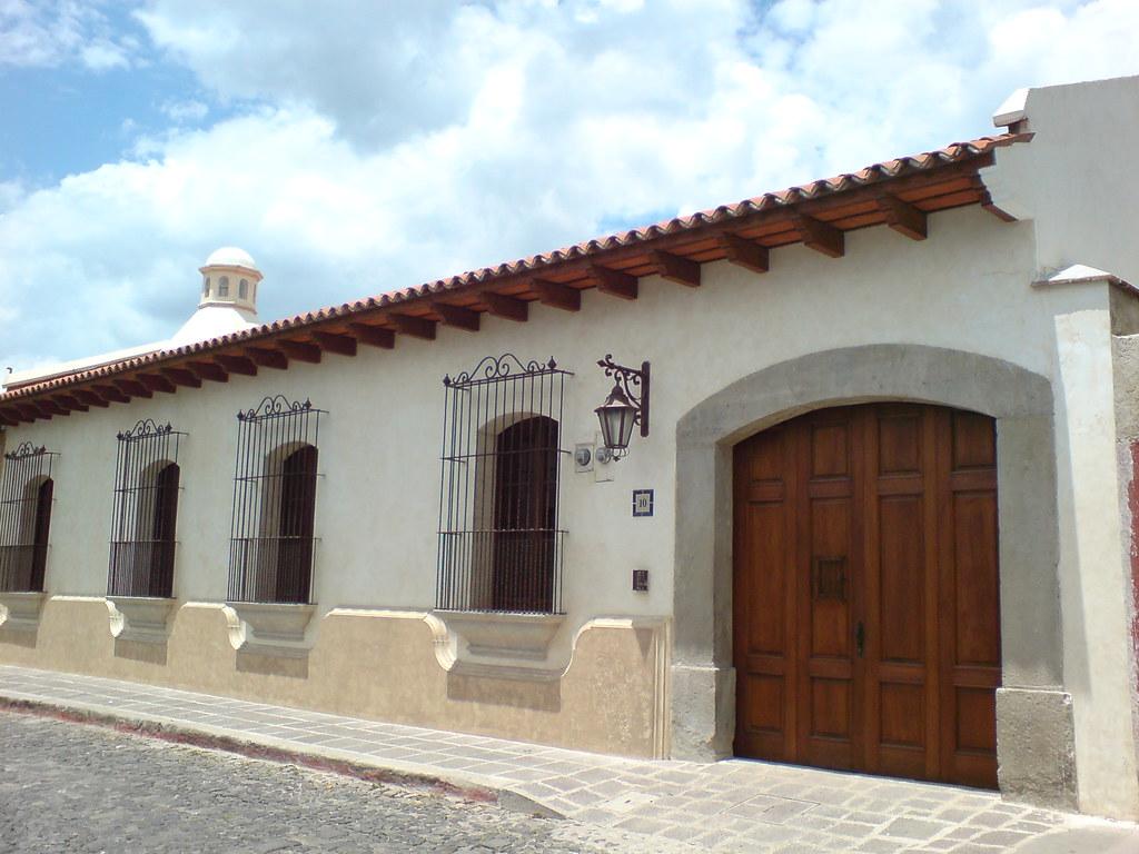 Fachadas de casas antiguas simple free finest una hilera for Casas antiguas reformadas