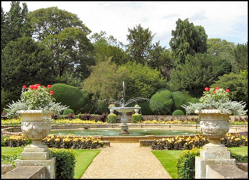 The italian garden belton house lincolnshire little for Italian garden design
