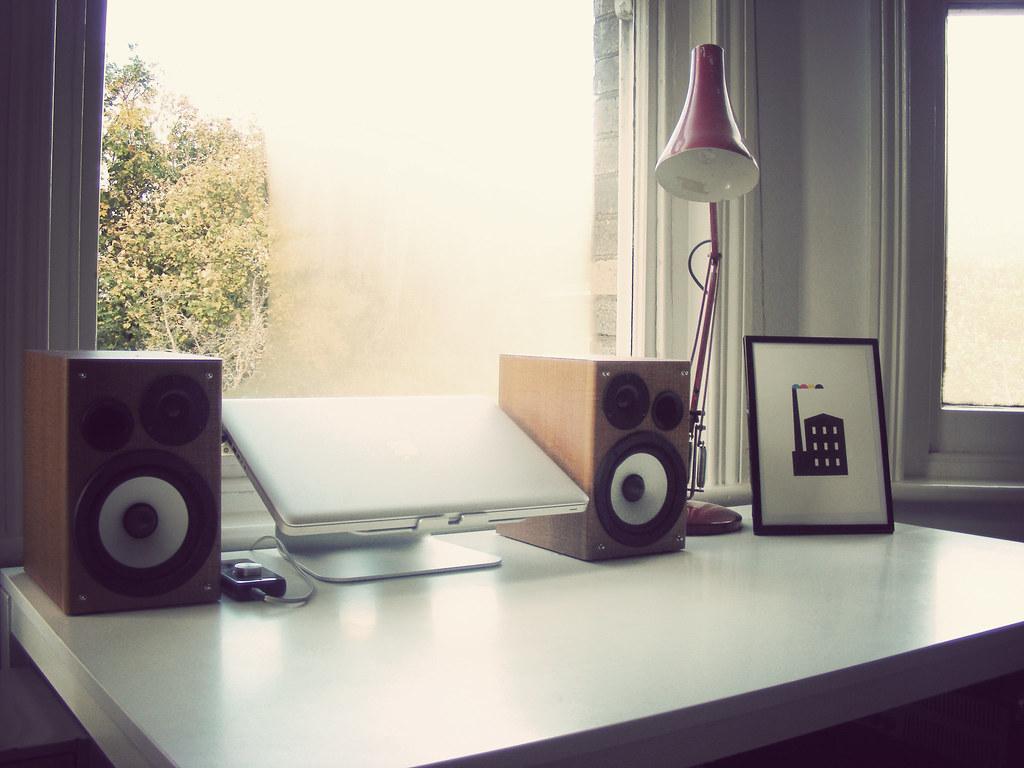 speakers desk. a tidy desk   by i am cheapskate speakers