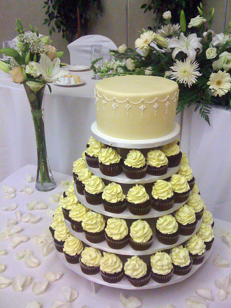 W9002 - yellow cupcake tower | W9002 - A cupcake / cake towe… | Flickr