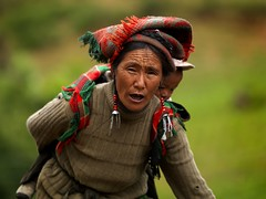 Breathless woman carrying her child in Shangri La, Yunnan, China | by Eric Lafforgue