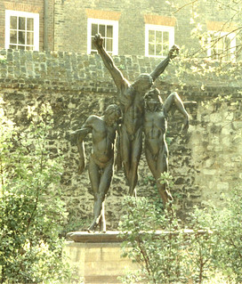 London, Westminster Abbey, College Gardens, Crucifixion, by Enzo Plazzotta {1974} | by groenling