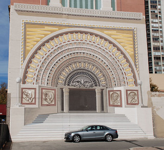 1980 trompe-l'œil mural of Sullivan's Golden Door (from the 1893 World's Fair) by Richard Haas (and no, that's not my car) | by ihynz7