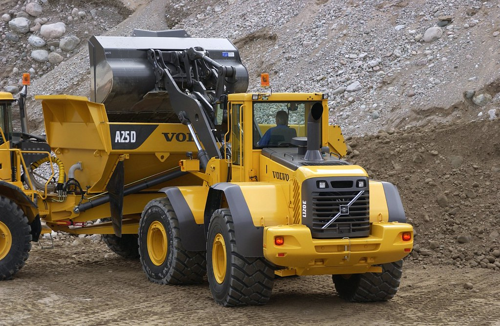 volvo l120e wheel loader dumping into hauler when you buy flickr rh flickr com