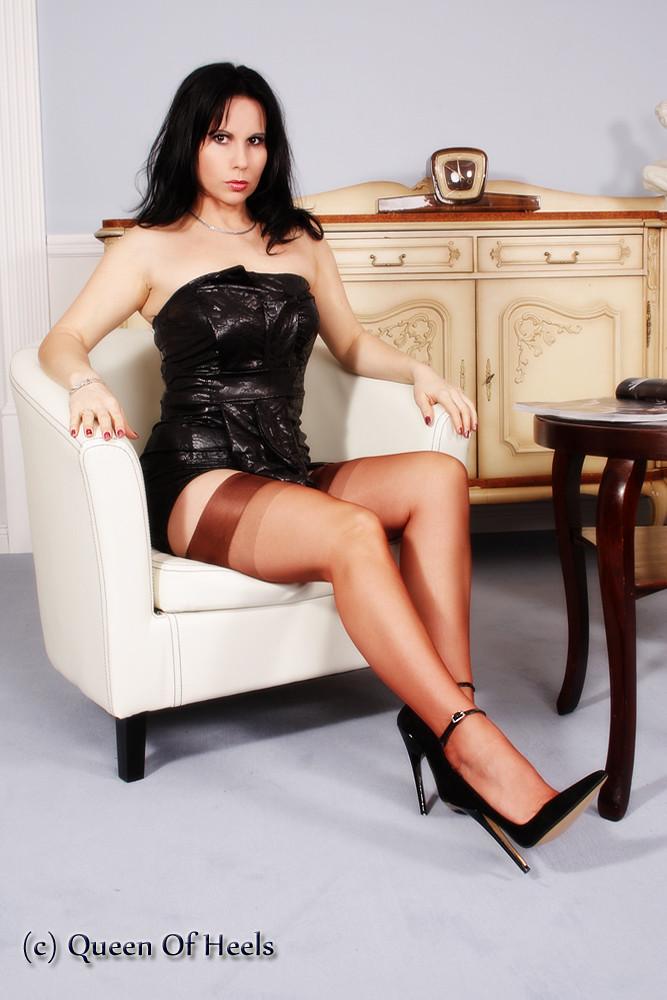 Hot Latina MILF Vicki Chase rocks her big booty wearing stiletto heeled boots № 1480821 загрузить