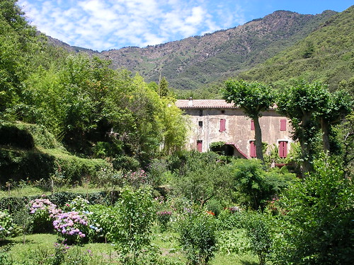 C vennes la maison des voisins vue du versant sud de la - La maison des cevennes ...