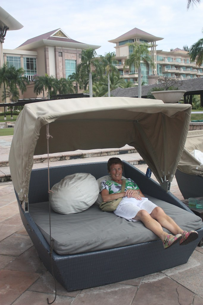 Poolside beds | by allydru Poolside beds | by allydru & Poolside beds | Alison Druhan | Flickr