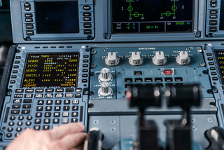 Eingabe von Wegpunkten in das Flight Management System für den Continuous Descent Approach | by DLR_de