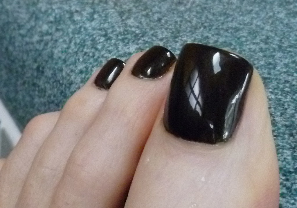 Zoya Raven | I really like the way this super-glossy black l… | Flickr