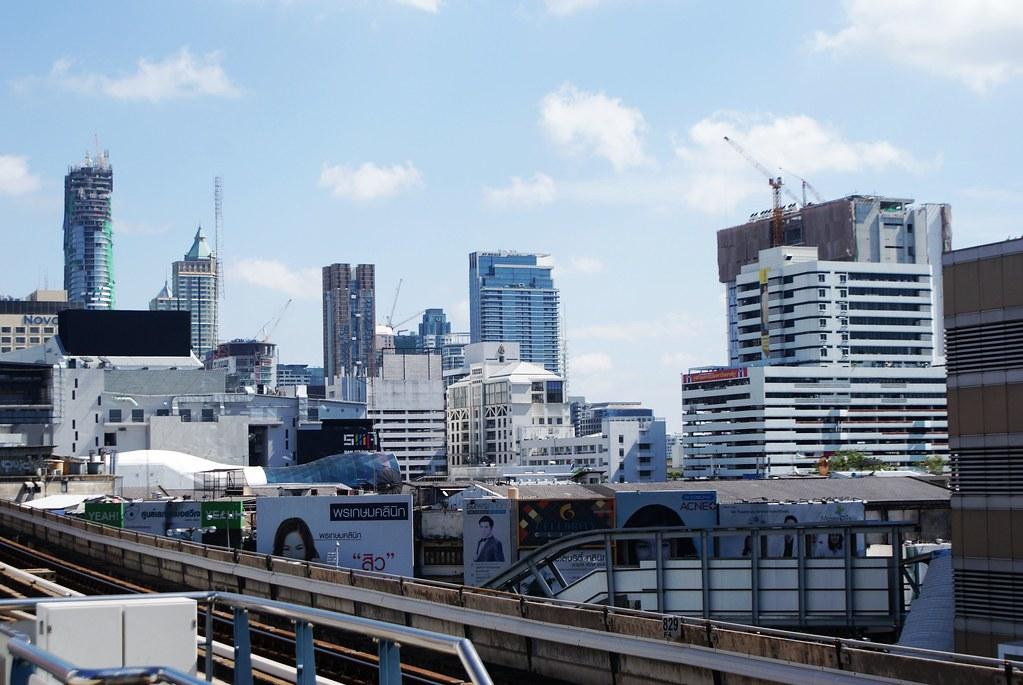 Gratte-ciels du quartier de Pathum Wam : Le coeur commercial de Bangkok.