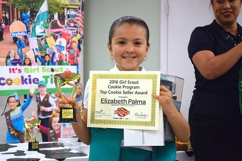 Celebran un siglo de las galletas Girl Scouts Metro