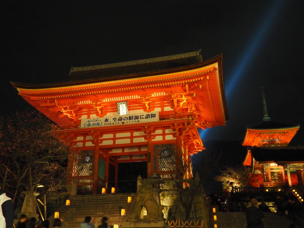 Night viewing at Kiyomizu-michi