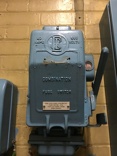 Walker Electrical Fuse Box : English electric fuse switch box loughton station