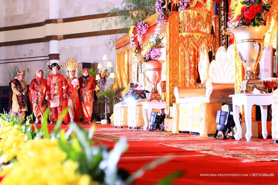 Jasa fotografer pernikahan wedding photo video medan pakai flickr jasa fotografer pernikahan wedding photo video medan pakaian pengantin adat batak mandailing muslim gedung upn jogja indonesia 56 junglespirit Gallery