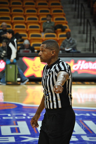 how to become an ncaa basketball referee