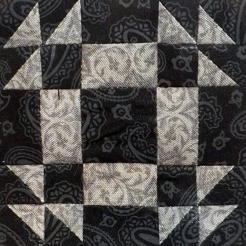 365Challenge_33_AntiqueFrame | by Grey Cat Quilts
