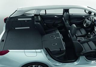 opel astra sports tourer der kofferraum des auto des jahre flickr. Black Bedroom Furniture Sets. Home Design Ideas