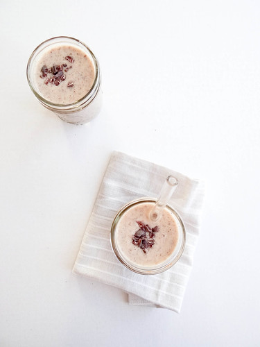 banana cacao nib smoothie // pb + chia | by heatherpoire