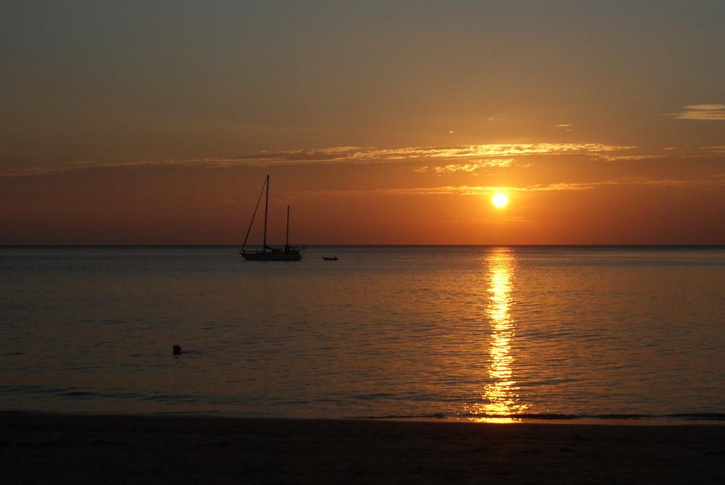 Coucher de soleil sur la plage de Phra Ae (ou Long Beach) à Koh Lanta.