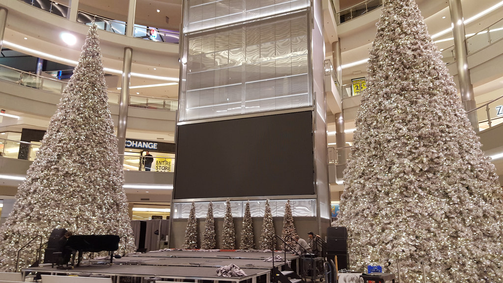 mall of america rotunda by tony webster - Mall Of America Christmas Decorations