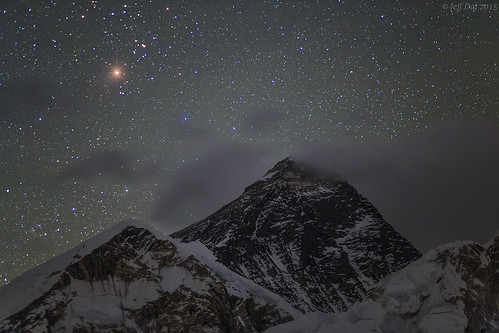 Aldebaran rise over Mount Everest | by Jeff Dai