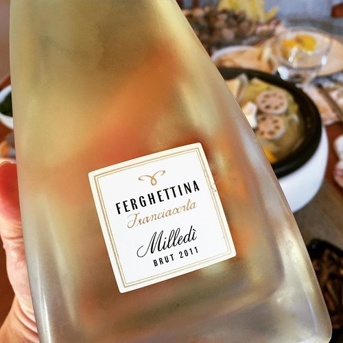 Happy Lunar New Year, everyone! 2011 Ferghettina Franciacorta, Milledi Brut. The amazing sparkling wine from Italy that many consider a rising star to compete directly with French champaign. This vintage franciacorta from Ferghettina was recommended by @j