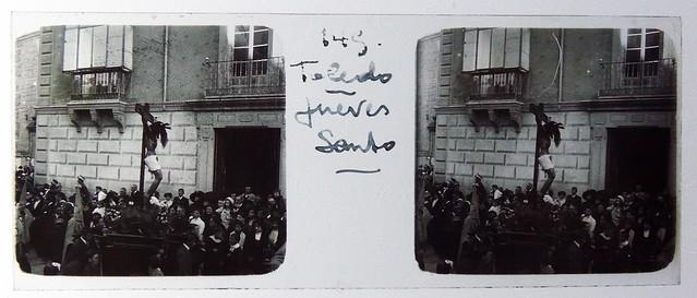 Cristo de las Aguas desfilando en Semana Santa en la Plaza de San Vicente. Fotografía de Francisco Rodríguez Avial hacia 1910 © Herederos de Francisco Rodríguez Avial