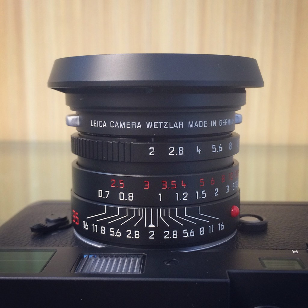 Special edition of Leica Summicron-M 35mm F2 ASPH - Black Chrome / 11689.  Special edition of