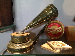 Stollwerck toy phonograph, chocolate disc, 1903 | by Phono Museum Paris