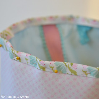 Pretty tote sewing tutorial 24 | by toriejayne