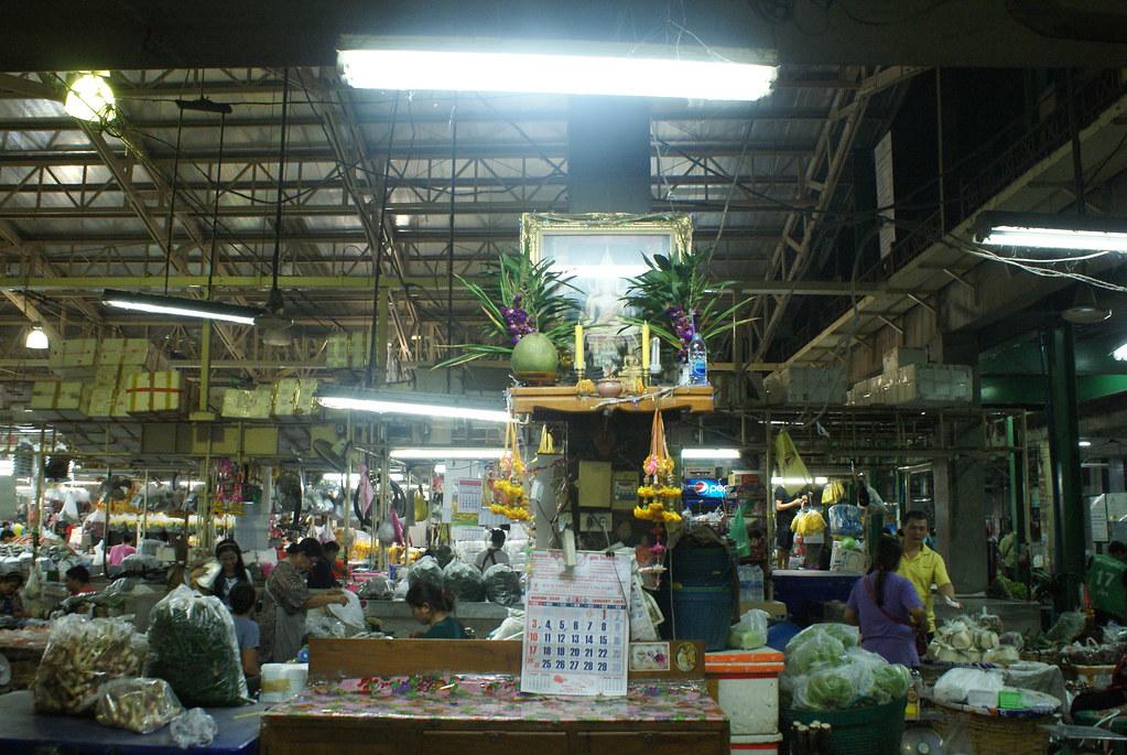 Autel de bonne fortune au Pak Khlong Talat, Marché aux fleurs à Bangkok