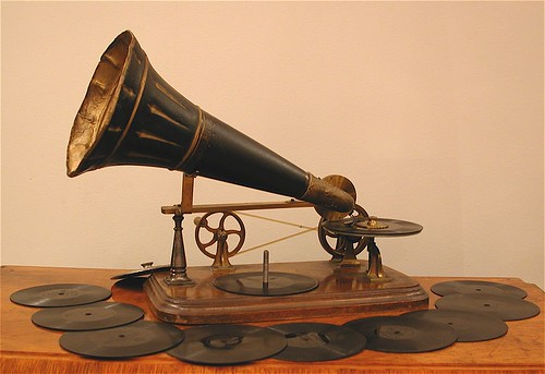 Emile Berliner Kammer & Reinhardt Gramphone, 1890 | by Phono Museum Paris