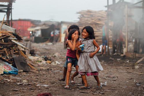 Girls Laughing Smokey Mountain Philippines In The Slum