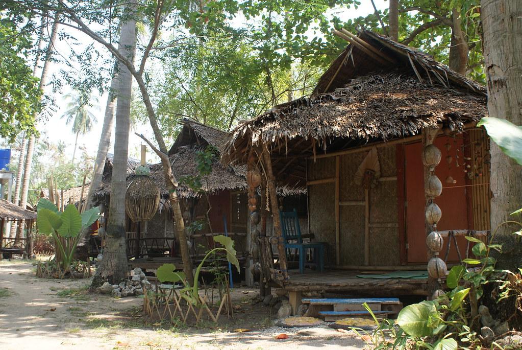 Bungalows en bambou sur l'île de Koh Lanta en Thailande.