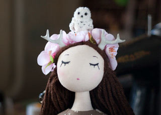 just played with this new girl. her name is Sakura. and this place on her head very cozy for all my tiny animals 😃 #doll #art #sakura #deer #girl #handmade #toys #toyphotography #owl #flowers #spring | by free_dragonfly