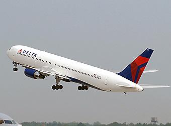 Delta B767-300ER take off (Delta)