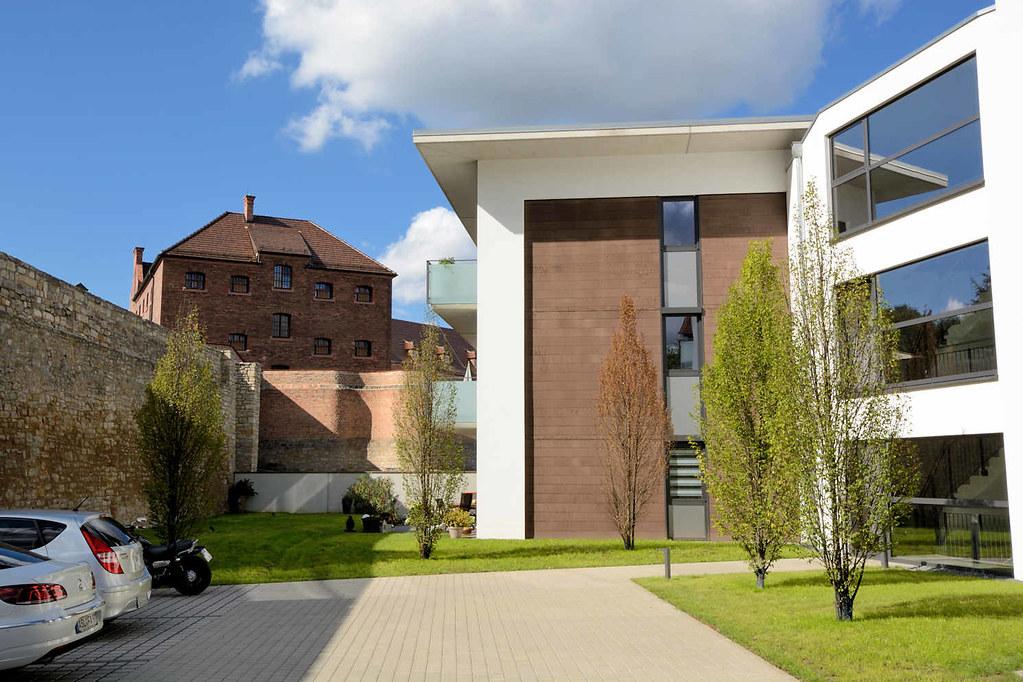 ... 4171 Neubauten, Moderne Wohnhäuser / Architektur   Gefängnismauer Und  Klinker Steinbau Des 1896 Erbauten