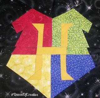 23-block hogwarts crest