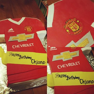 Some fun cakes this weekend, but can't share most of them yet...We can get started with this soccer jersey though! #manchesterunited #soccercake #hippiechickbakery | by Hippie Chick Bakery